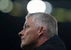 内维尔:不认为曼联会换主教练,他们会在赛季